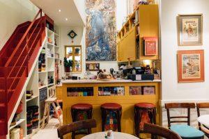 Image of a bright yellow counter and vibrant decor at cafe Sokolata56